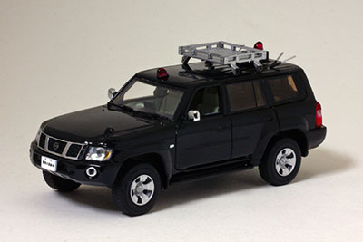 完成品モデルカー 1/43 日産 サファリ GRANROAD LIMITED 2005 警察本部刑事部鑑識課警察犬搬送車両