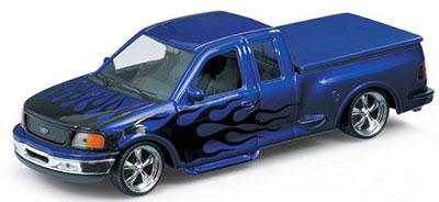 1/24 フォード F-150 FLARESIDE スーパーキャブ ピックアップトラック 1999 ローライダー(パープル/ファイヤーパターン)[WELLY]《在庫切れ》