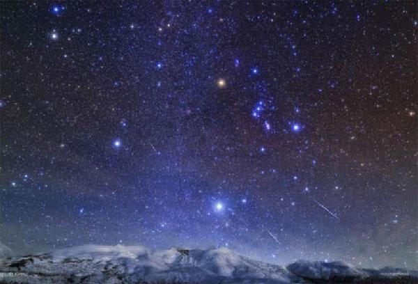 ジグソーパズル 星降る夜 北海道十勝岳とふたご座流星群 300ピース (03-912)[やのまん]《在庫切れ》