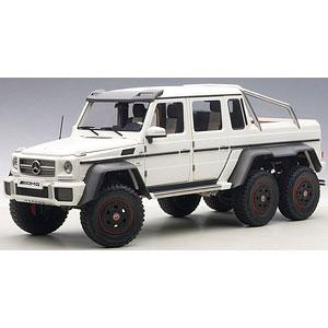 1/18 メルセデス・ベンツ G63 AMG 6X6 (マット・ホワイト)